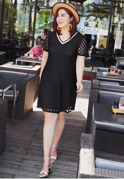 Picture of V Neck Plus Size Lace Dress