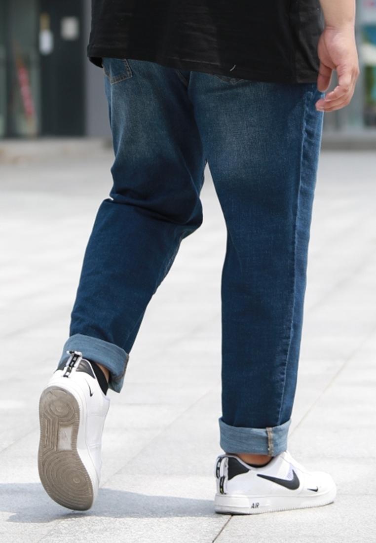 Back view of plus size men stretchable denim long Pant.