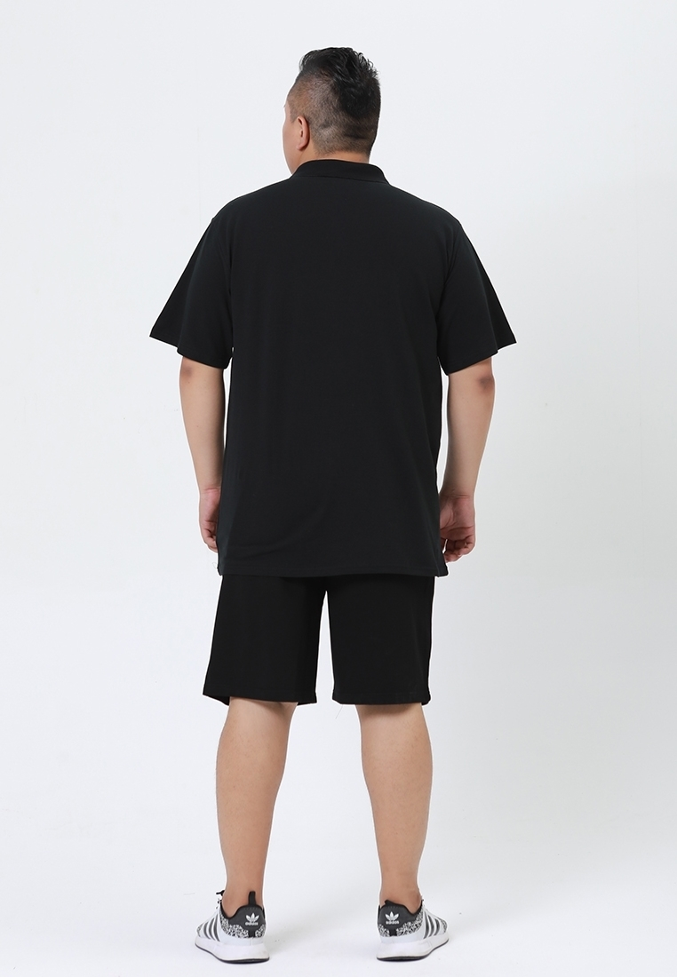 Back view of Plus size contrast color polo shirt.
